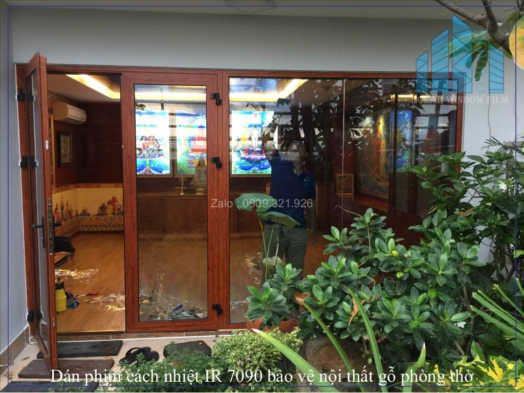 Dán phim cách nhiệt IR 7090 bảo vệ nội thất gỗ phòng thờ